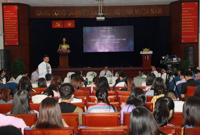 Đại biểu chia sẻ nhiều ý kiến nóng xung quanh mạng xã hội